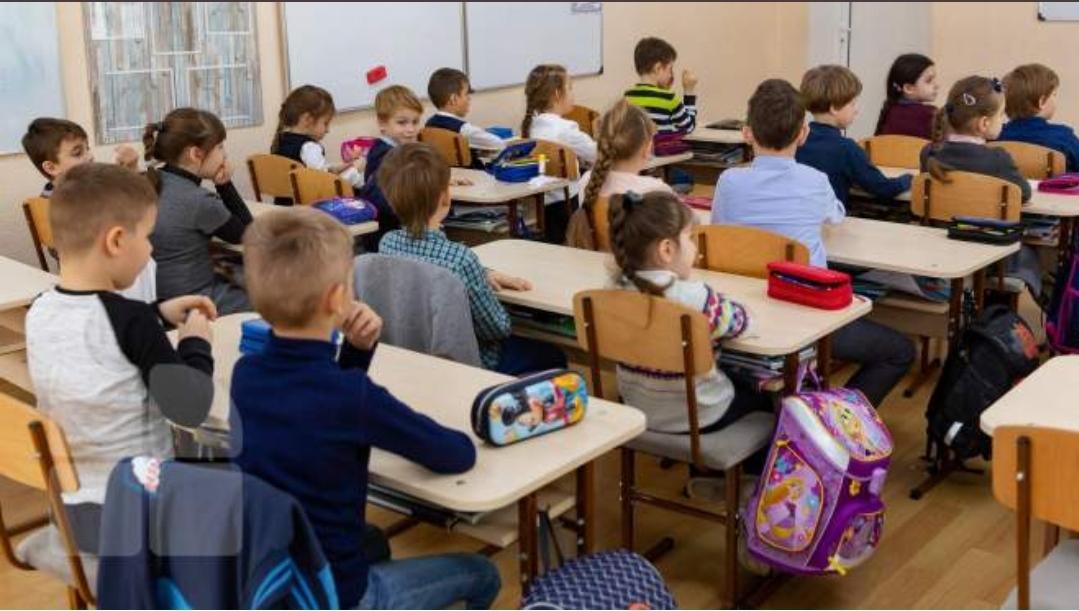 """Școlile din România vor fi redeschise, dar nu pentru toți elevii. Cine sunt copiii care ar putea fi forțați să rămână acasă: """"Ei trebuie protejați!"""""""